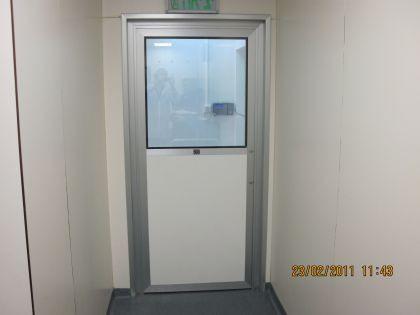 דלתות אלומיניום לחברת תרופות