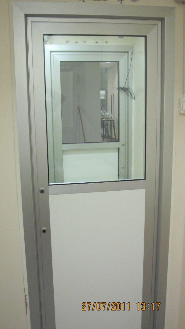 דלת מעבדה