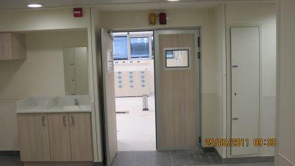 דלת לרנטגן עם חלון זכוכית
