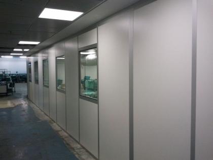 קיר וחלונות לחדר נקי