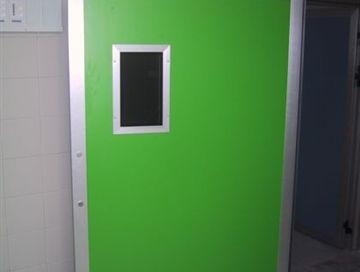 דלת לחדר ניתוח , צוהר בזיגוג זכוכית אנטיסאן