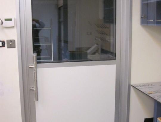 דלת כוללת מגנלוק