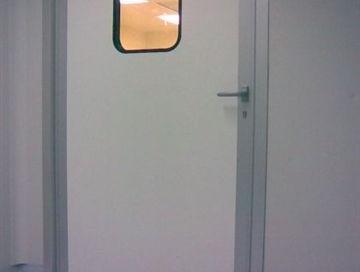 דלת בתקן GMP