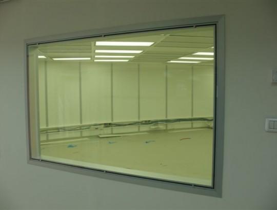 חלון צפייה בחדר נקי