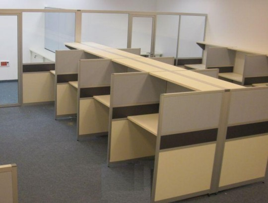 מחיצות למוקד בשילוב מחיצות לחדרי מנהלים