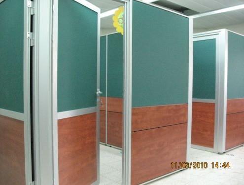 מחיצות עם דלת – מחיצות בגובה 205 סמ כולל דלתות