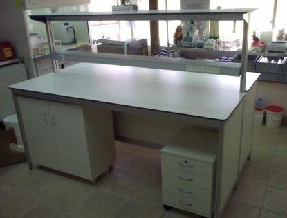 שולחן מעבדה דו צדדי עם ארגז מגירות ארון מדף ותאורה