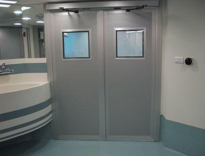 דלת רחבה בעלת מנגנון חשמלי , מרכז רפואי הרצליה