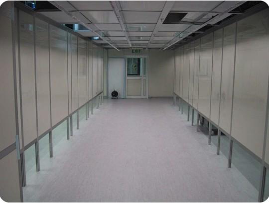 קירות לחדר נקי בנוי שלד אלומיניום ולוחות כוורת אנטיסטטיים