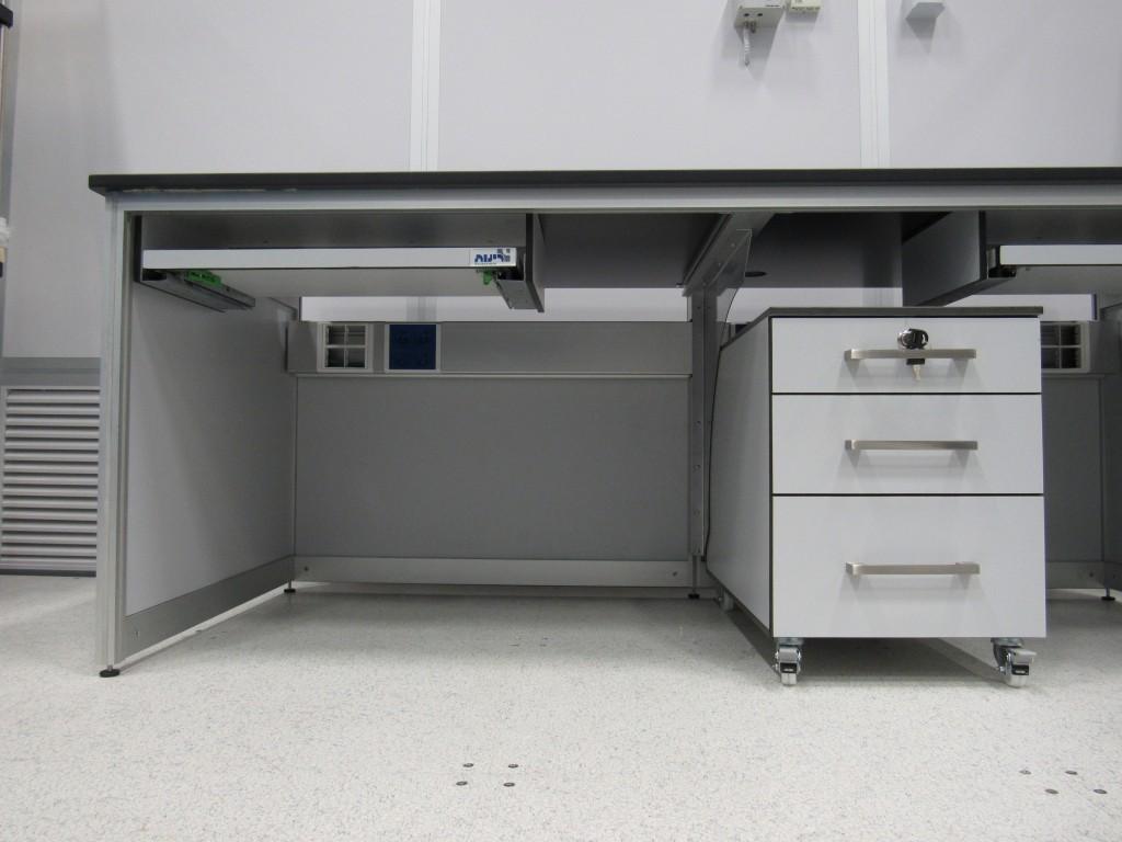 התקנת שולחן למעבדה נקייה