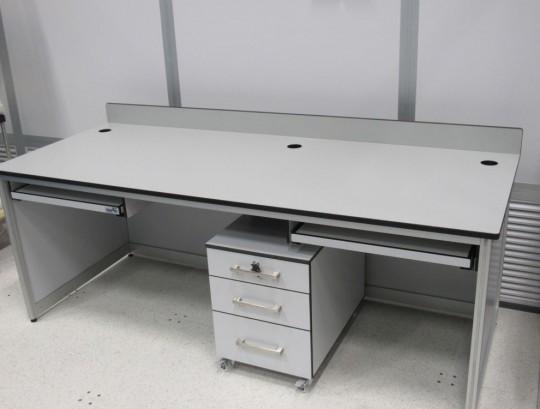 """שולחן מעבדה שלד אלומיניום משטח טרספה בעובי 20 מ""""מ."""