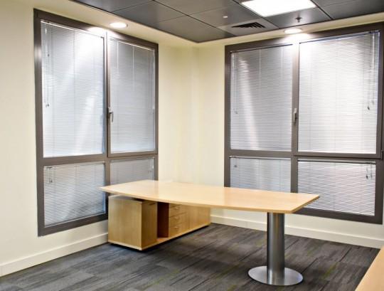 שולחן פורניר לחדר מנהל