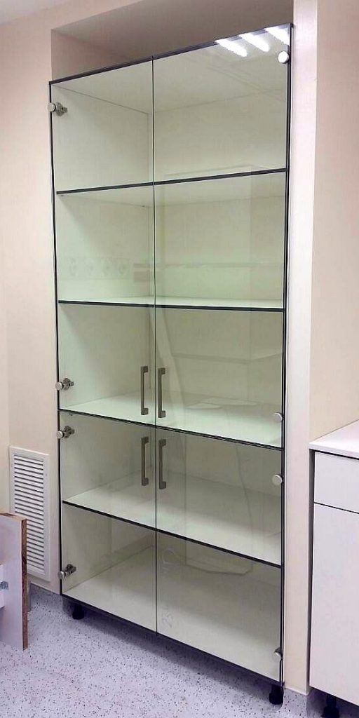 ארון מעבדה עם זכוכית מחוסמת