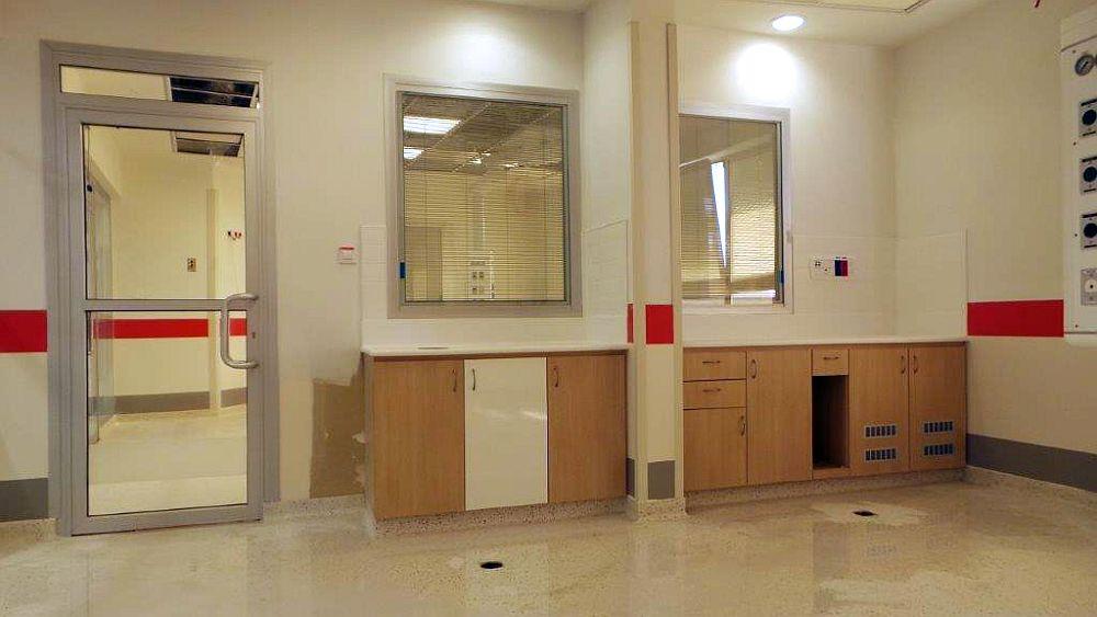 מחיצות לסגירת חדרים בבית חולים