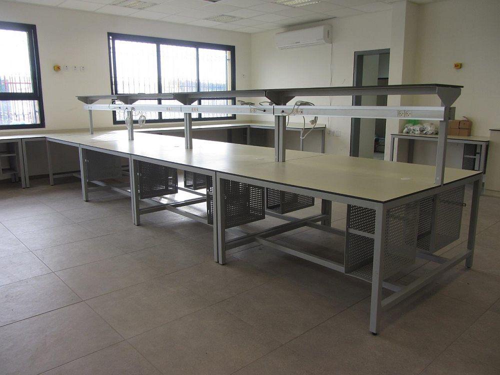 שולחנות מעבדה לבית ספר