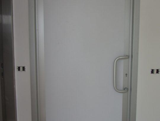 דלת במילוי עופרת לחדר MRI.