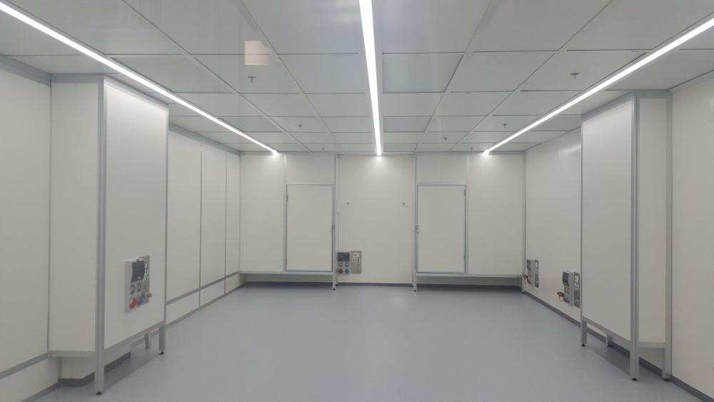 חדר נקי עם דלתות אטומות