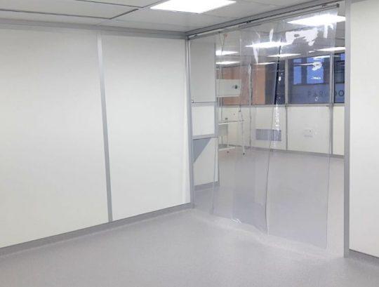 וילון PVC אנטיסטטי בין קירות לחדר נקי
