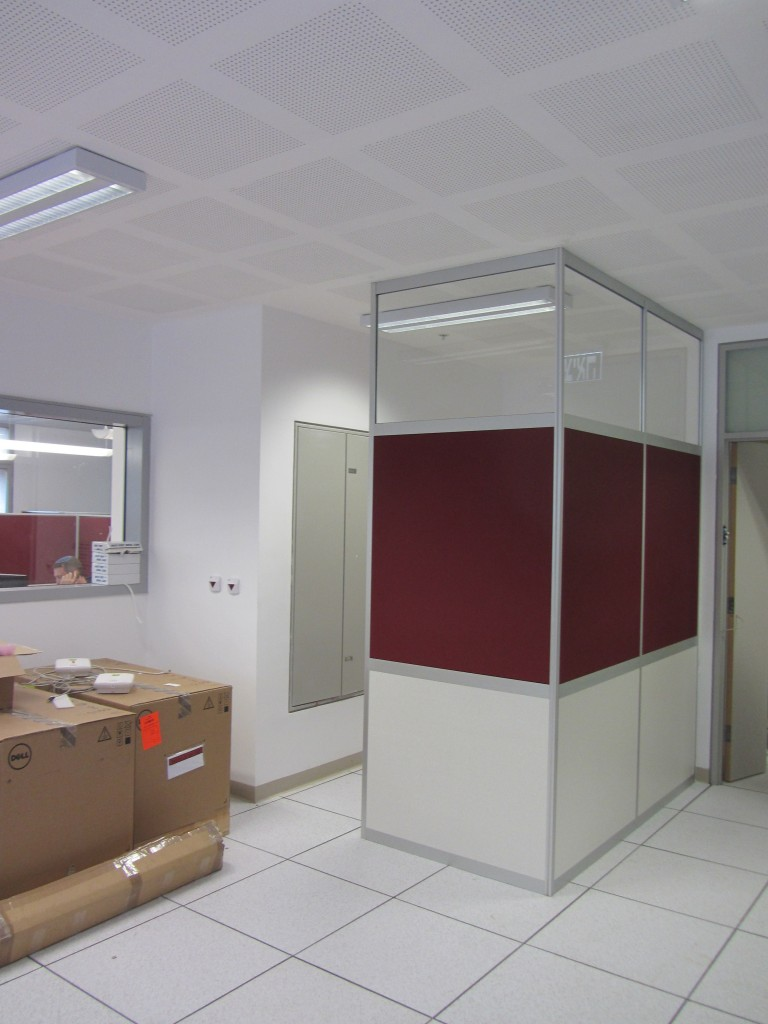 מחיצות רצפה תקרה למשרד