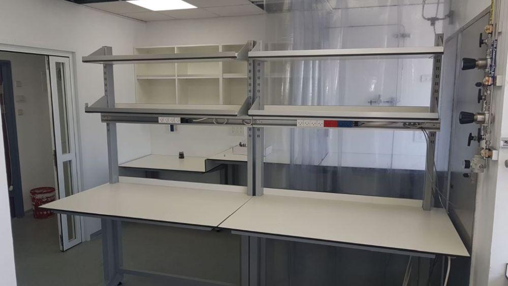 שולחנות מעבדה רגלי C ברזל