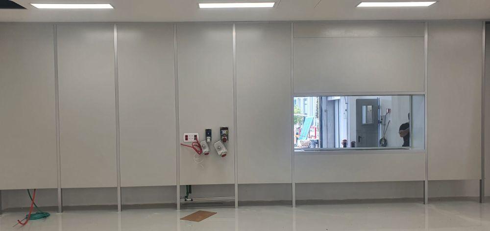 חזית כוללת חלון בקיר