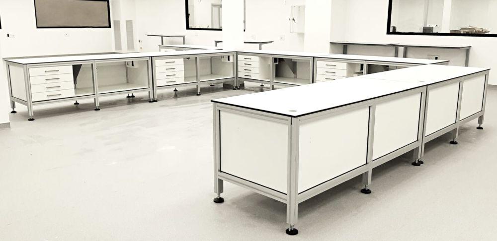 שולחנות מעבדה
