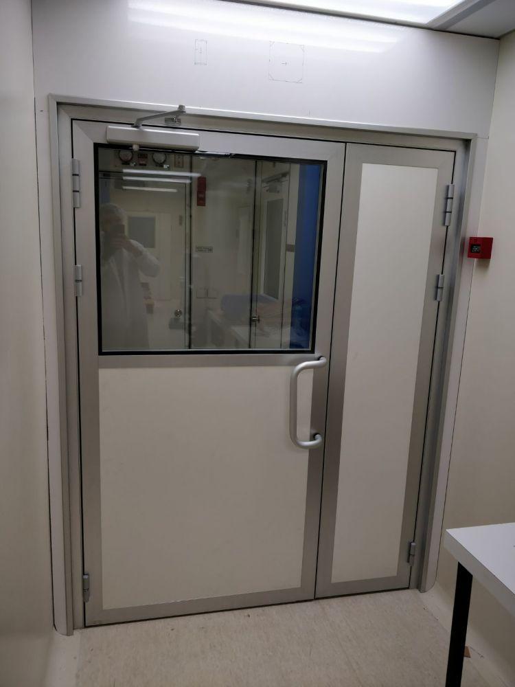 דלת דו כנפית למעבדה