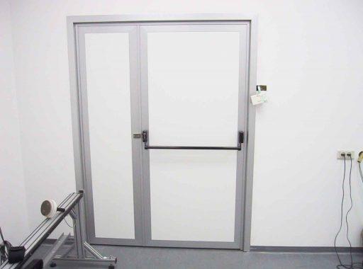 דלת דו-כנפית ידית בהלה