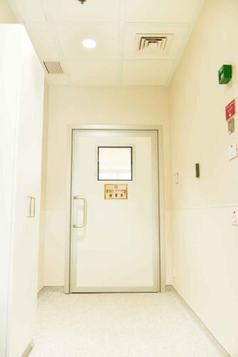 דלת אלומיניום לחדרי בידוד
