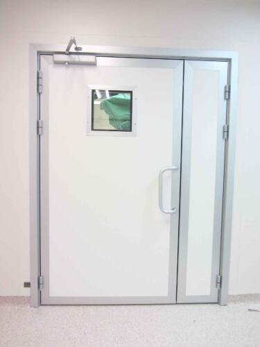 דלת עם צוהר לחדר ניתוח