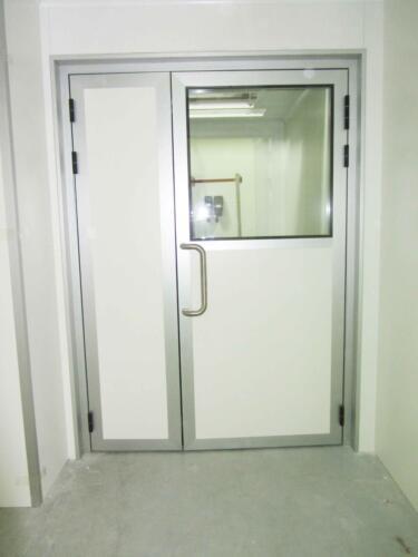 דלת דו כנפית לחדר נקי