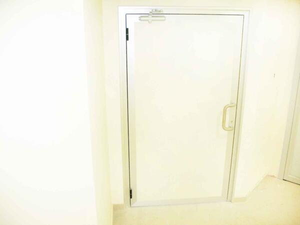 דלת למעבדת עיניים במילוי עופרת