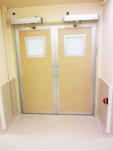 דלת פתיחה חשמלית