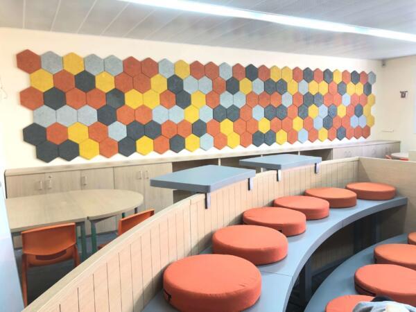 חיפוי קירות בפנלים אקוסטיים מצמר עצים בצורות וצבעים לבחירת הלקוח