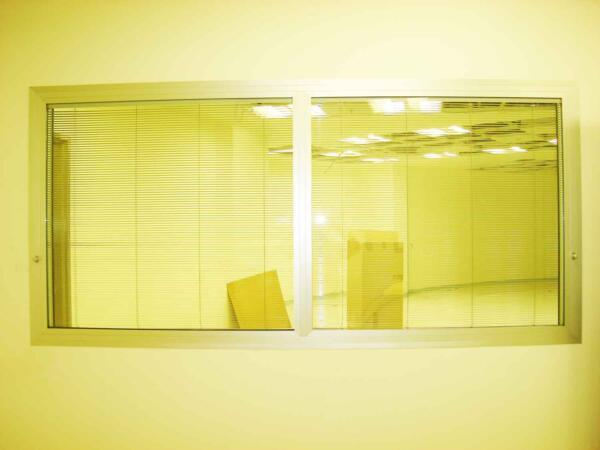 חלון עופרת מוגן