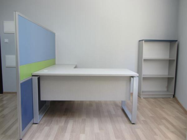 עמדת עבודה לקבלת קהל שולחן כולל רגלי חלון