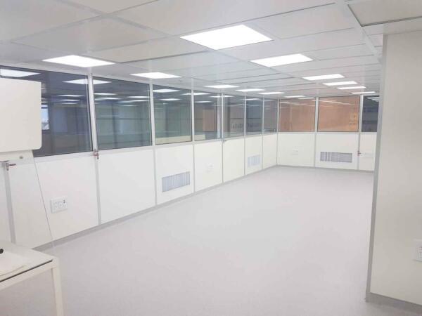 קירות לחדר נקי במילוי זכוכית ו-HPL