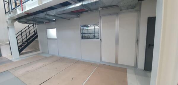קיר הפרדה במפעל ייצור