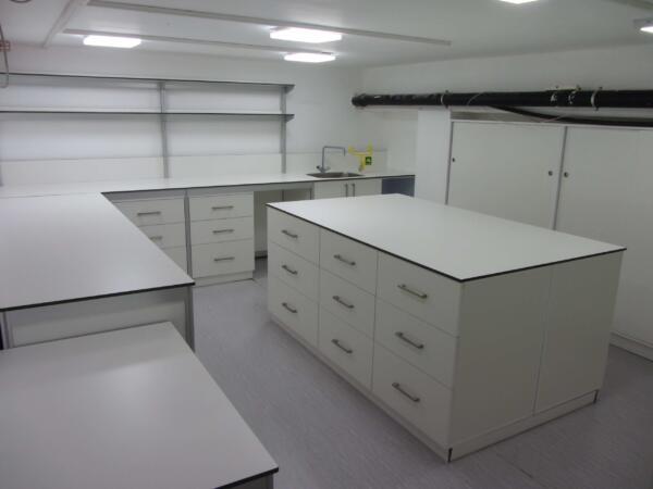 ריהוט מעבדה HPL