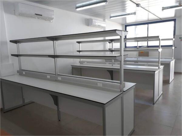 שולחנות מעבדה שתי קומות מדפים